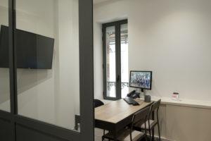 Bureau d'une agence immobilière réaménagée par Arlinea Architecture